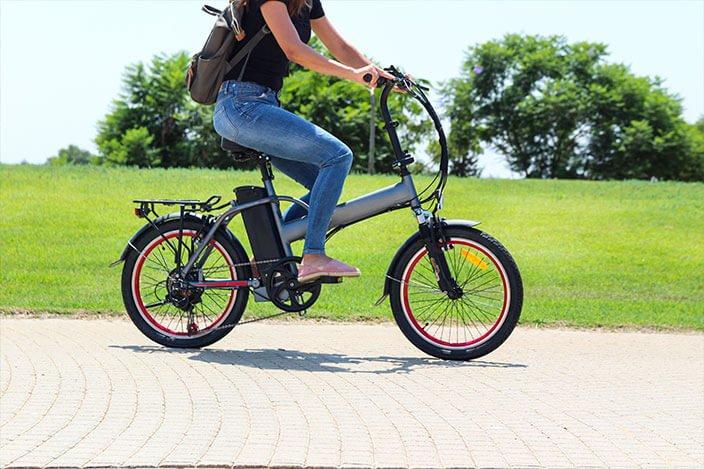 חוקים והסברה לציבור להשיג בטיחות מלאה ברכיבה באופניים חשמליים