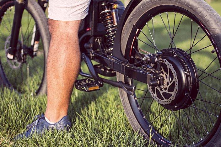 קורקינט חשמלי או אופניים חשמליים