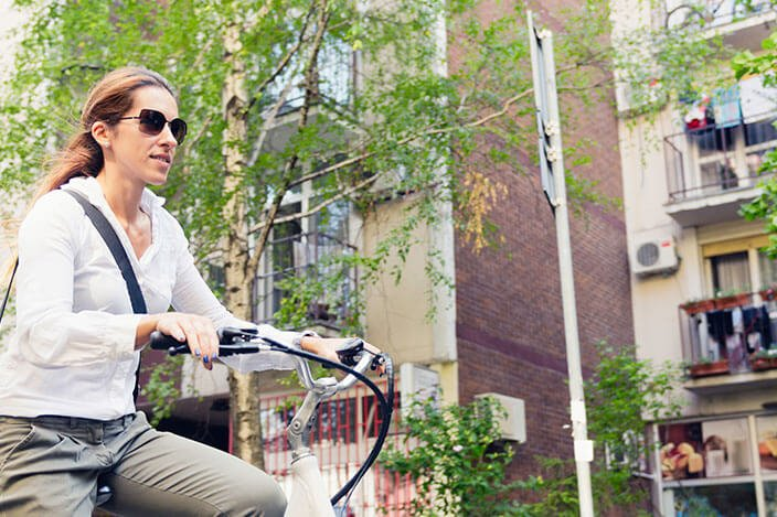 5 הסיבות העיקריות לנסיעה על אופניים חשמליים